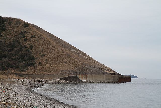There was a slope man-made with debris.