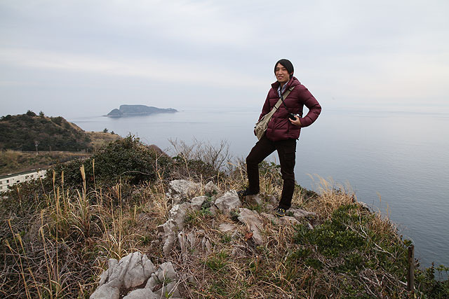 I was guided to the hill overlooking the island, the highest hill of the island.