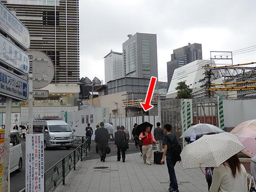 ちなみに角筈ガードを出てルミネエストの資材置き場は西武新宿線用に確保した土地じゃないかと盛り上がった