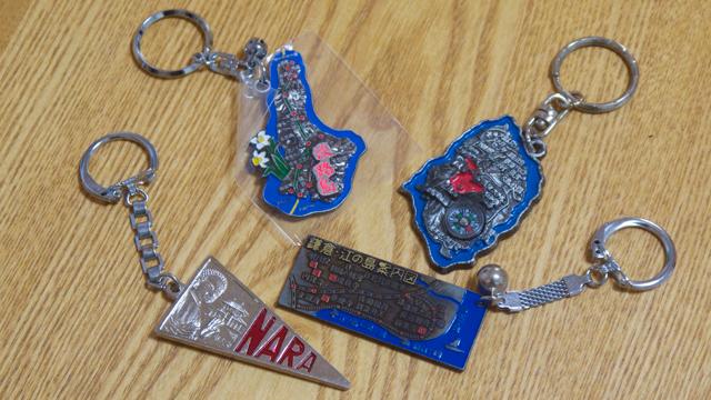 デイリーでも連載中のクリハラタカシさんのキーホルダーコレクションの一部、ここに写っているものは全て桂記章の商品でした
