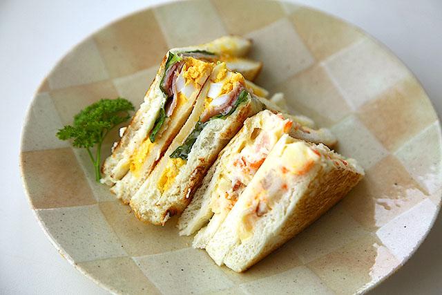 コンビニのサンドイッチでホットサンドをするととてもおいしい。