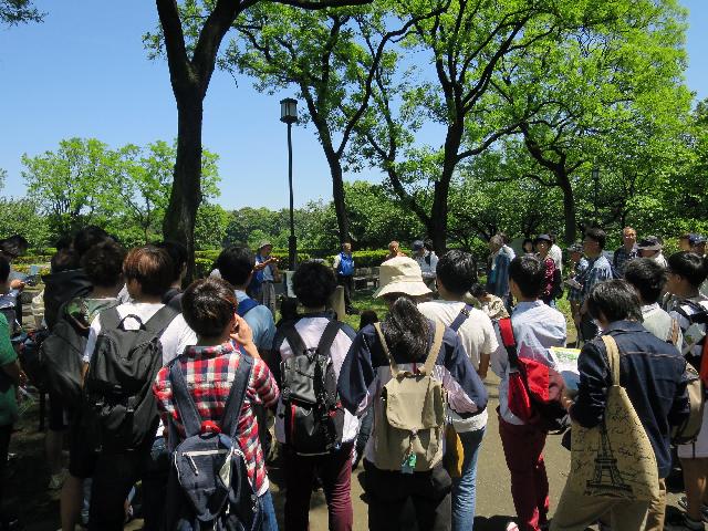 大学生くらいの若い人が多かった。地理系の学生なのだろうか