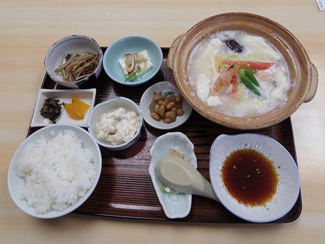 「美味しんぼ」に登場した湯豆腐のお店「よこ長」で湯豆腐定食もいただきました