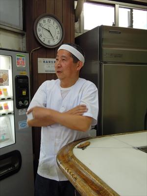 「うぃーん」店長の翁世勇(おきなせいゆう)さん
