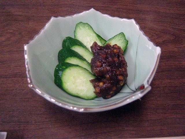 「そば味噌」は、そばの実を甘辛い味噌で和えた一品