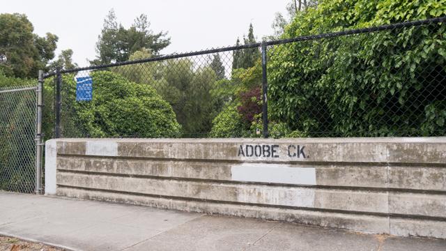 「ADOBE CK」と書いてある
