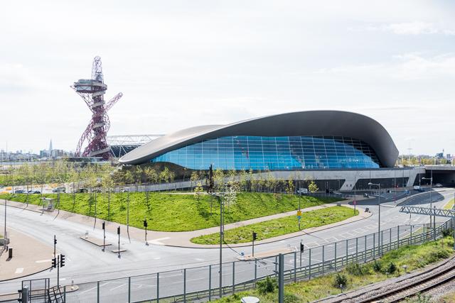 アクアティクス・センター (Aquatics Centre)という、2012年のロンドンオリンピック・パラリンピックで使われた競技用プール。場所はここ。