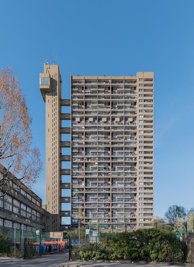 さきほどの Balfron Tower に似ている。それもそのはず設計は同じ エルノ・ゴールドフィンガー 。場所はここ。