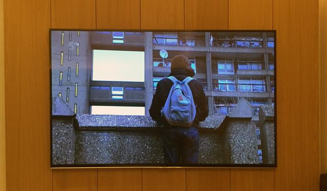 ホテルでテレビつけたら「安くてクールな住宅特集」といった感じの番組やってて、まさにこのTrellick Tower が紹介されてた。びっくりした。