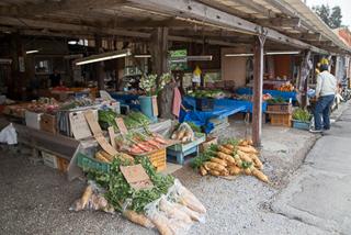 市場の手前には農産物
