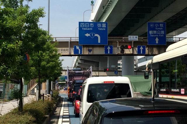そうそう、高架下の交差点で左に曲がったのを覚えている。国道1号線は名古屋市中心部には入らないのだ