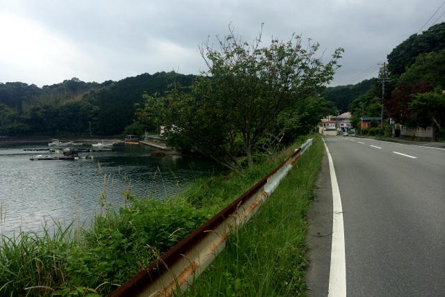志摩半島の南岸を通る国道260線。海岸に出たと思いきや――