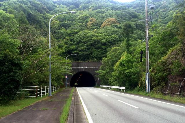 坂とトンネルがとにかく多く、肉体的にも精神的にもきつかった