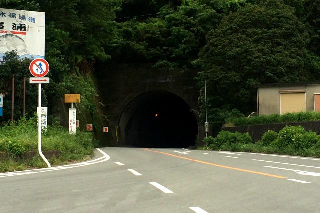 そうそう、スーパーの先にはトンネルがあったんだ