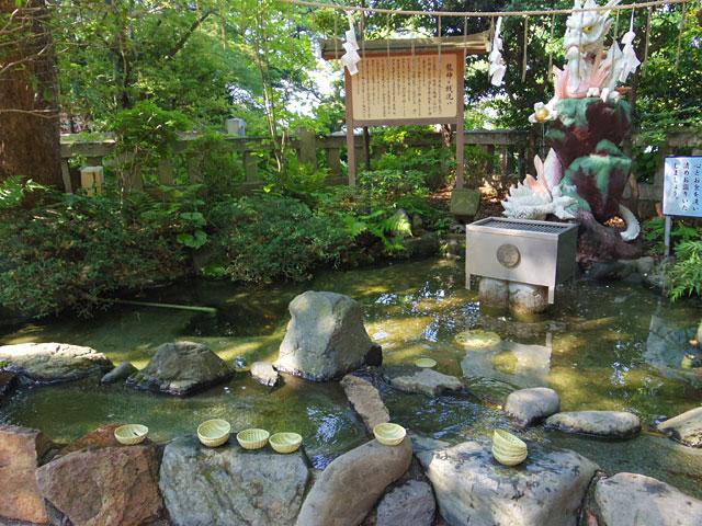 池タイプの広い銭洗い弁財天
