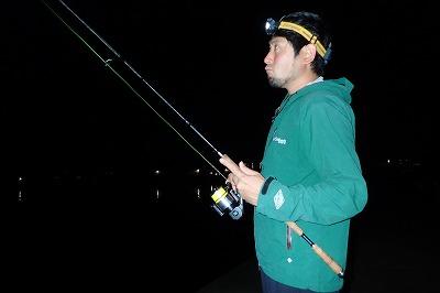 釣り具店員さんの情報に従って、アナゴ釣りの要領でトライ。