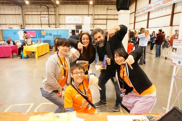 右上にいるのがバレンシアのヘボコンの発起人のデイビッド。いま世界中で使われてるマイコン、Arduinoの創立者の一人でもある。
