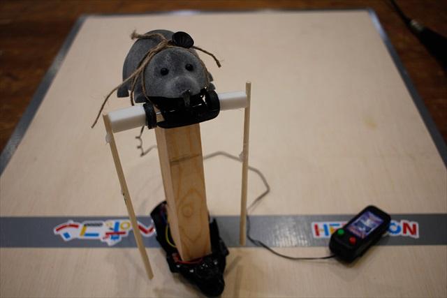 Most Heboi Award : Mouse Rat 子供が作ったロボットを押しのけ、若者が受賞。もともとタイヤがついていたモーターの回転を腕(?)に費やしたことで、移動手段がなかったことから受賞。