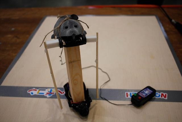電動のネズミが上下真っ二つになって使用されている