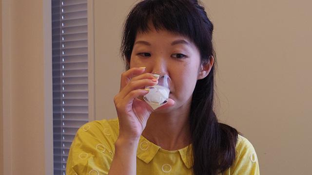 原液を飲む橋田さん