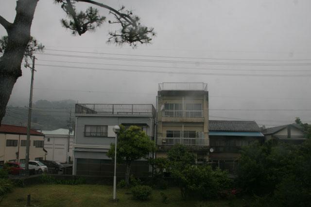 海側から振り向いた時の図。今は家が立ち並んでいて、残念ながら松は見えなかった