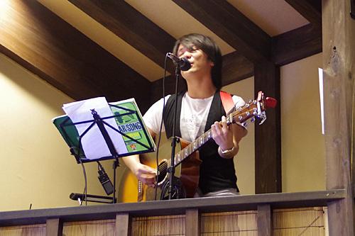 ヴォーカルは魅惑のハイトーンボイス、越山元貴さん。ちょういい声。