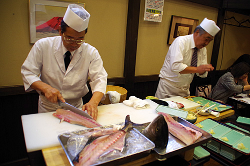 そしてカンパチの解体ショー!お寿司の振る舞い!ここは埼玉の竜宮城なのか!