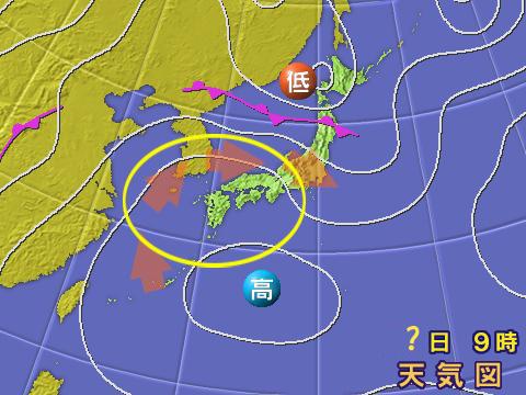 2004年7月20日。オレンジの矢印は暑い空気の流れ。黄色の円は等圧線が「くじらの尻尾」のようになっている部分。