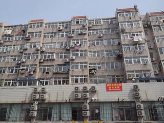 いっぽう、室外機のこびりつき方にくらくらするアジアらしい街並も混在