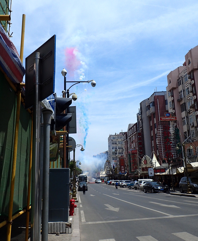 50メートルくらい先で爆竹が鳴った。音にもびびったけど誰も気に留めてる様子がないことにもおろおろした。文化の差はすごい