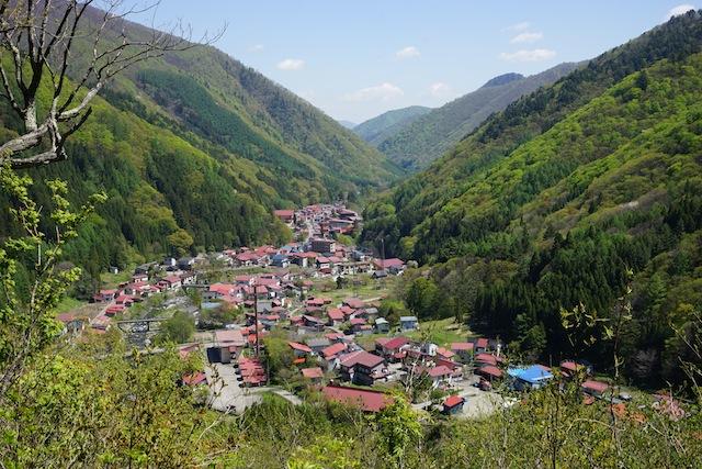 展望台より村を見下ろす。