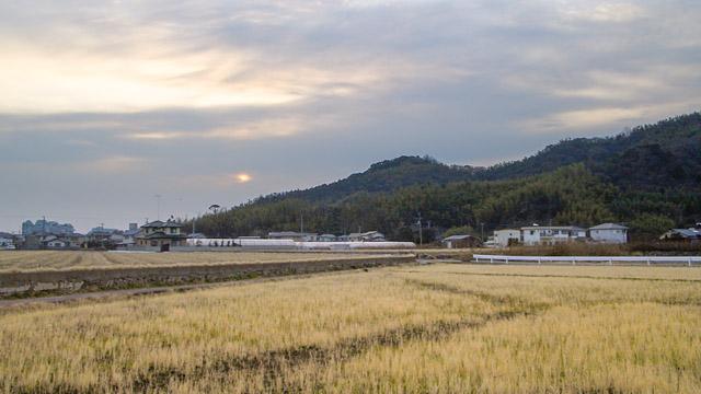 天保山とは対照的に、まわりには田んぼや畑といった、のどかな風景が広がっている