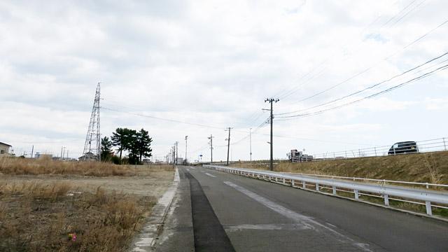 この先は交通機関がないため、約5kmの道のりを徒歩で行くしかない