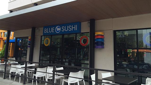 モールには食欲をそそらない名前の寿司屋もあった