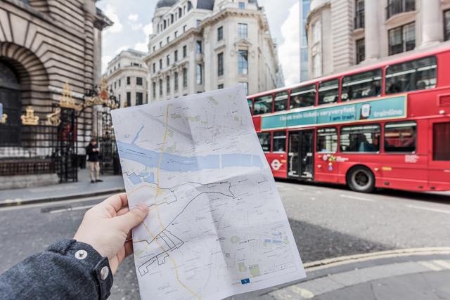 そしてロンドン。プリントアウトした地図を片手に、この線の通り歩き回ります。
