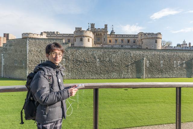 Tower of London もスルー。恨めしそうな顔。自分で好きでやってるんですが。