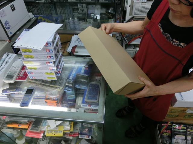 日本中の模型ファンに向けて発送作業に追われる日々