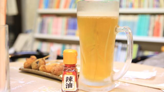 メガジョッキなる巨大なビールもある。これも700円と格安。