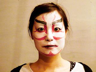 カッッ!!!!! っと目を見開いて歌舞伎メイク