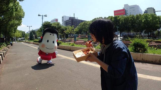 ついてきたよ~! 納豆もってきたよ~! ほんとに、来た!