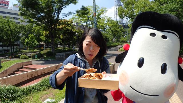 安藤の分、納豆みそカツは私が食べる…!#おかめちゃんが心配してる #胃