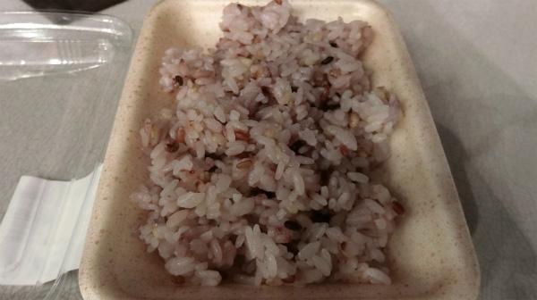 スーパーで買った五穀米。