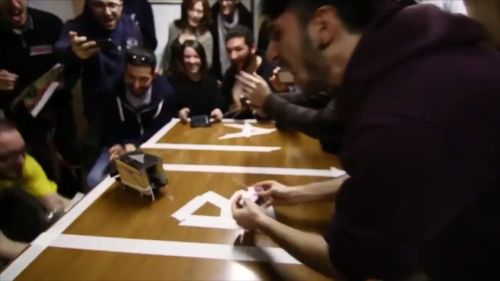 そんなヘボコンは世界へ。 写真はローマのイベント。板を使わずテープで作るタイプの土俵を、我々ヘボコン運営チームは「ローマ式」と呼んでいる。