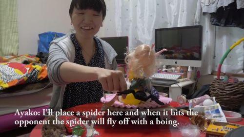 その後ロボットは動くようになり、必殺技の解説。 相手にぶつかった瞬間に上に乗せてあったクモが落ちてくるという技。