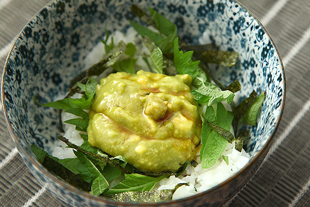 玉子だけ、アボカドだけより格段にウニに近づいた。ウニの味とは、旨味の複合体だったのだ。