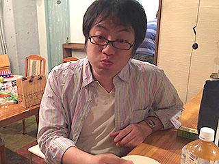 ライター西村さん。食べた後悩んで、