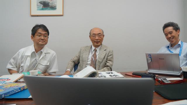 左から、リコーインダストリアルソリューションズの豆腐谷(とふたに)さん、創英企画の梅原さん、リコーインダストリアルソリューションズの阿部さん
