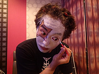 坂田:「もっと!もっとキワッキワまで!」