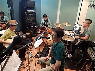 とりあえずはスタジオ練習。恐ろしいことにギターとドラムは私も初対面だったりする。