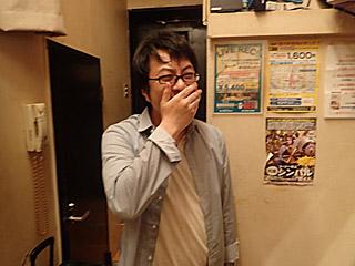 爆笑がおさまらないライターの西村さん。